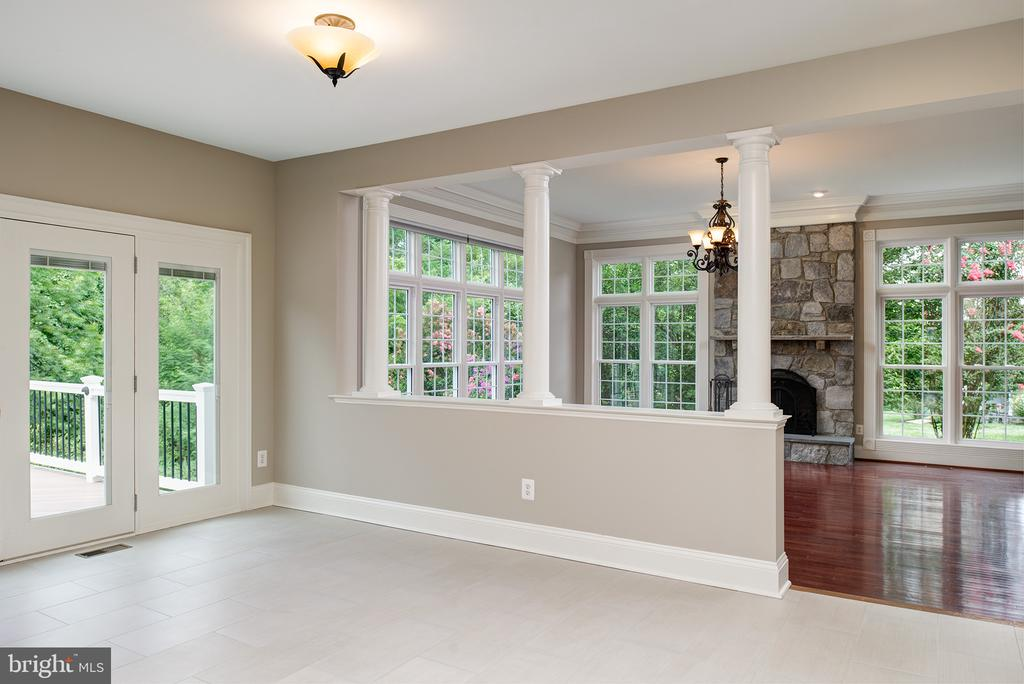 LARGE Breakfast Room leading onto outdoor living! - 42428 HOLLY KNOLL CT, ASHBURN