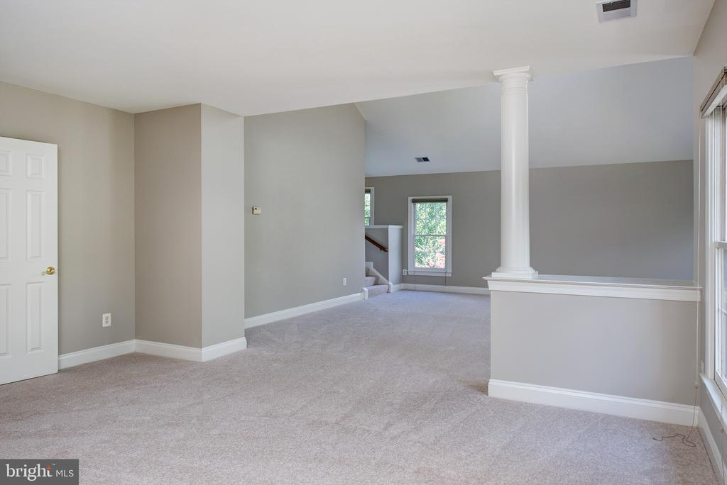 Looking into Owners Bedroom - 42428 HOLLY KNOLL CT, ASHBURN