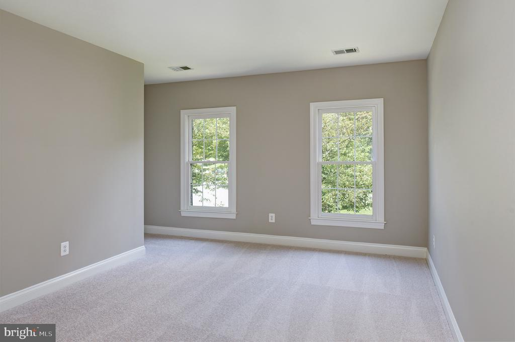 Bedroom 2 with En Suite Bath - 42428 HOLLY KNOLL CT, ASHBURN