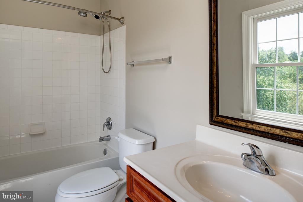 Fourth Full Bathroom - 42428 HOLLY KNOLL CT, ASHBURN