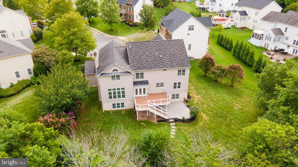 .38 AC Lot with room for a pool! - 42428 HOLLY KNOLL CT, ASHBURN