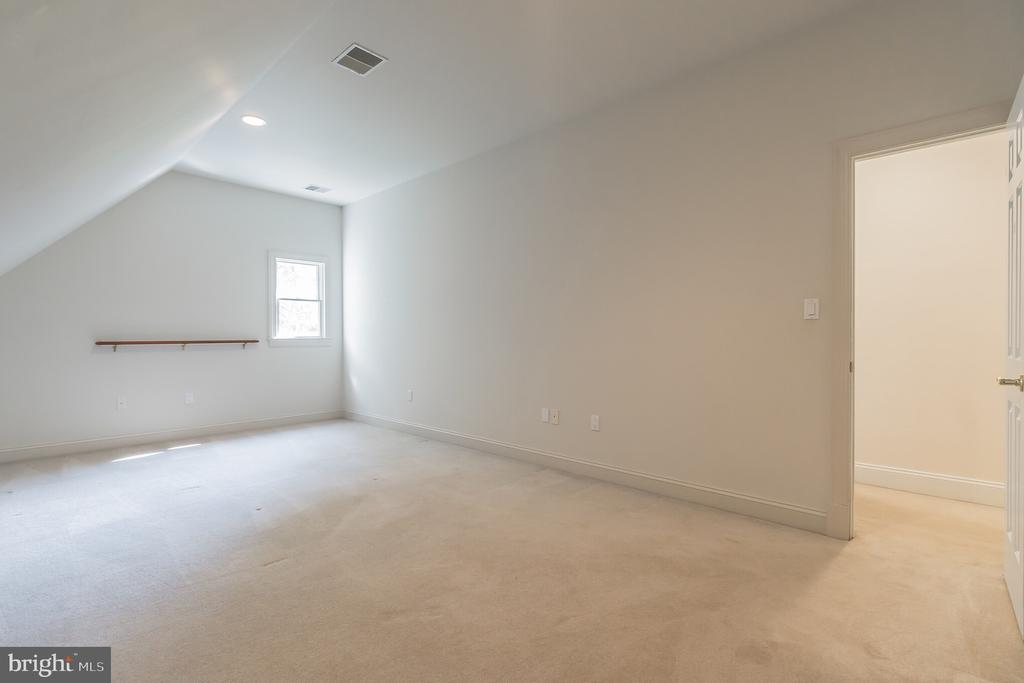 Bonus Upper Level Workout Room/Den/Study - 5229 GRIFFITH RD, GAITHERSBURG