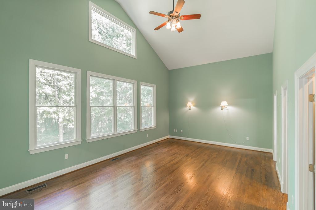 Main Level Master Bedroom - 5229 GRIFFITH RD, GAITHERSBURG
