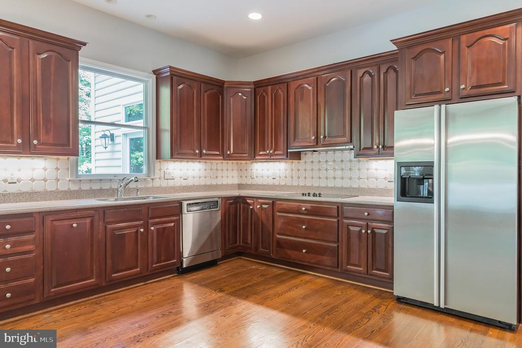 Kitchen - 5229 GRIFFITH RD, GAITHERSBURG