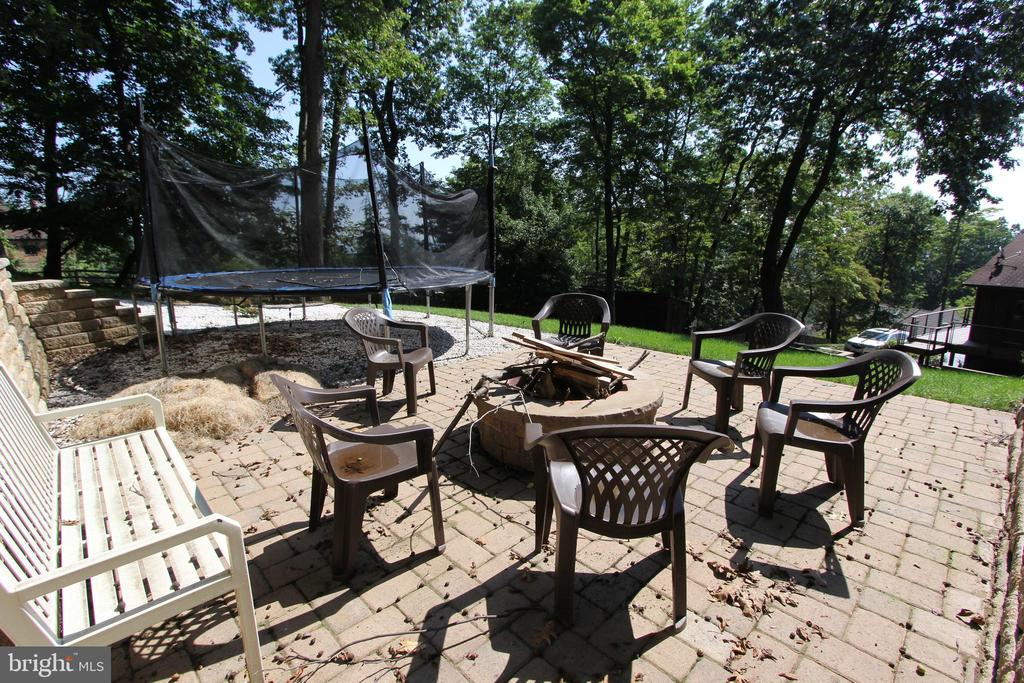 Fire pit, view 2 - 5520 BOOTJACK DR, FREDERICK