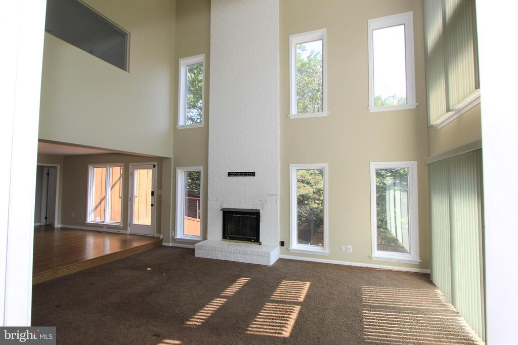 Great room floor to ceiling fireplace with gas log - 5520 BOOTJACK DR, FREDERICK