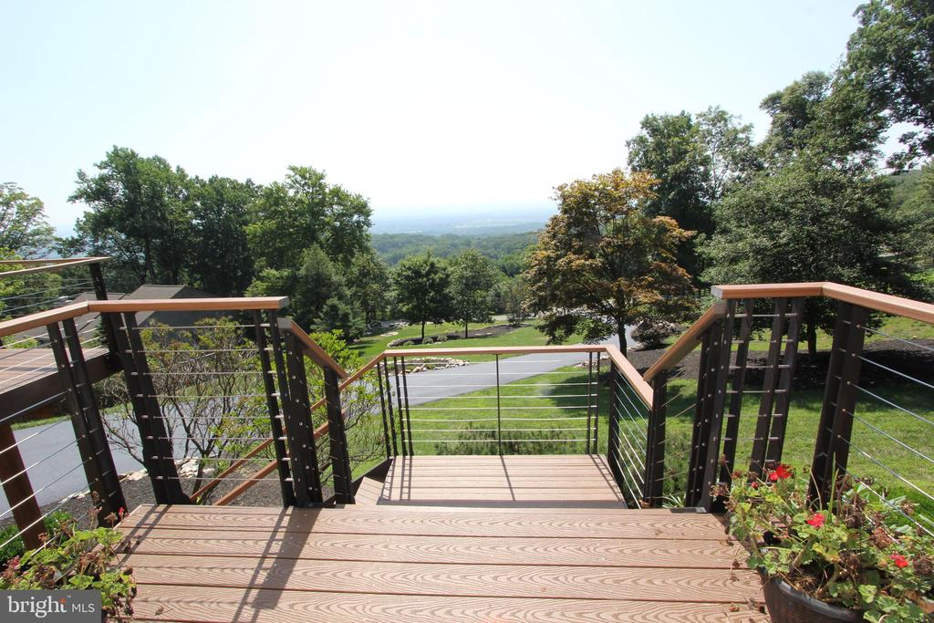 New, custom steel entry stairs to the front door - 5520 BOOTJACK DR, FREDERICK