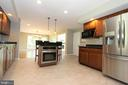 Breakfast bar with built-in wall oven - 5520 BOOTJACK DR, FREDERICK