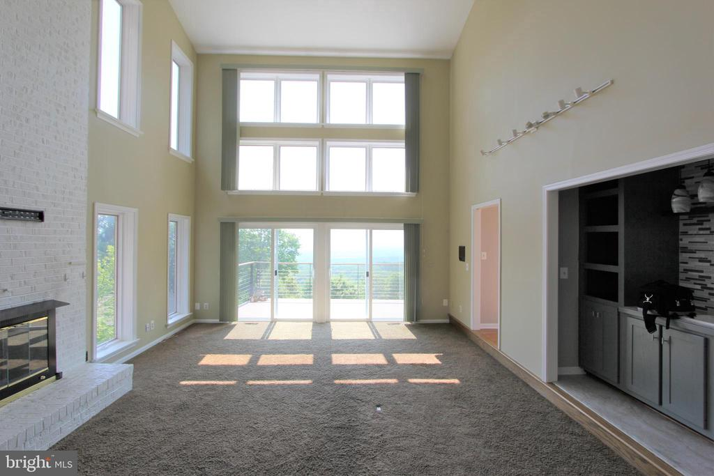 Amazing great room with spectacular views - 5520 BOOTJACK DR, FREDERICK