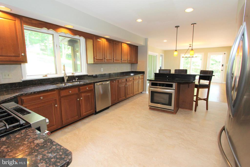 Stainless steel appliances and new floors - 5520 BOOTJACK DR, FREDERICK