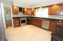 Kitchen, view 3 - 5520 BOOTJACK DR, FREDERICK