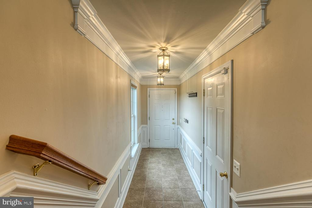 Crown molding adds the perfect finishing touch! - 2405 BROOKMOOR LN, WOODBRIDGE