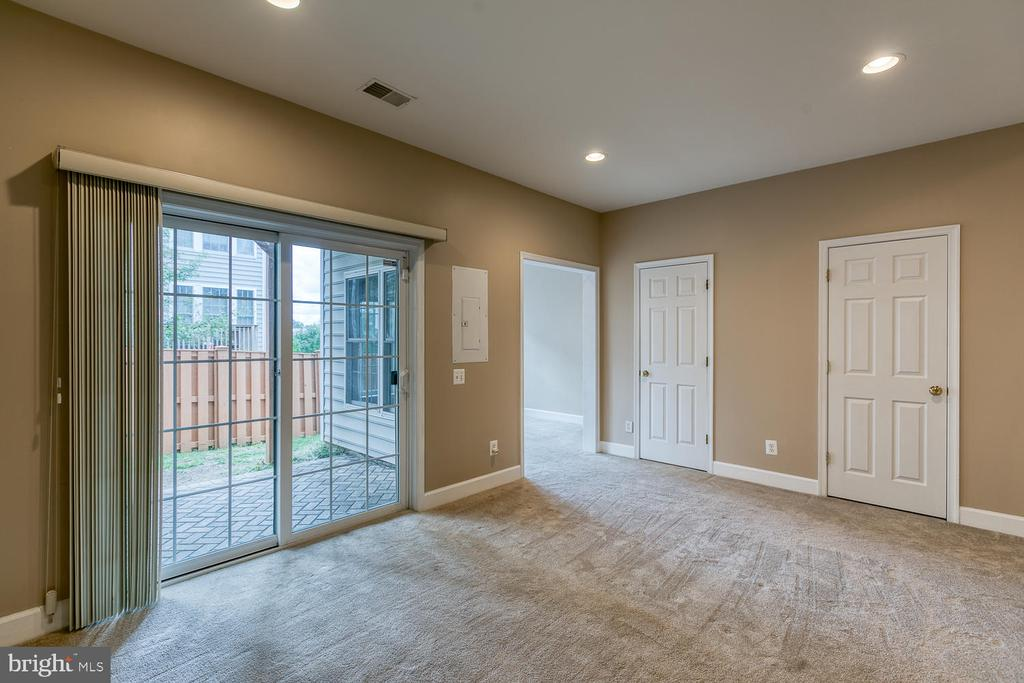 Recreation room with walk out level access - 2405 BROOKMOOR LN, WOODBRIDGE