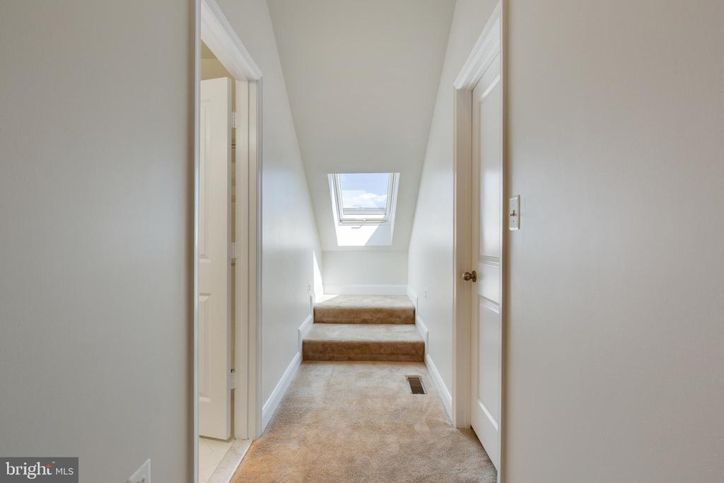 Loft Hallway - 4512 POTOMAC HIGHLANDS CIR, TRIANGLE