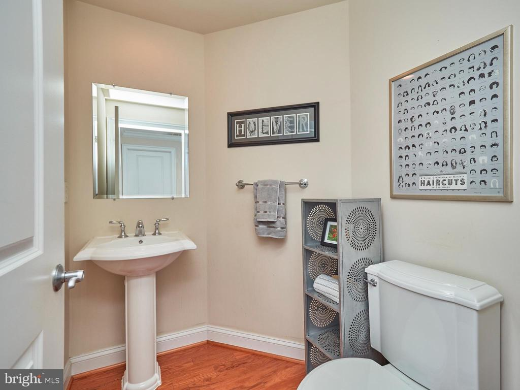 Powder room for guests - 3625 10TH ST N #408, ARLINGTON