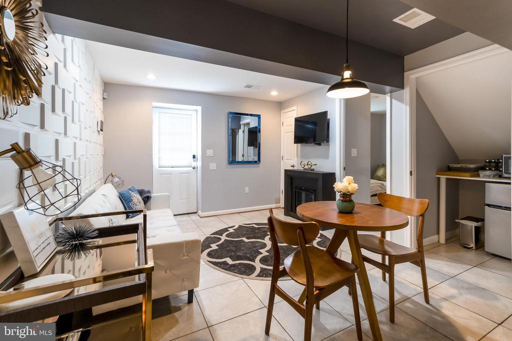 Basement/In-law suite - 2209 FRANKLIN ST NE, WASHINGTON