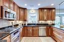 Bright and Spacious Kitchen - 20938 SANDSTONE SQ, STERLING