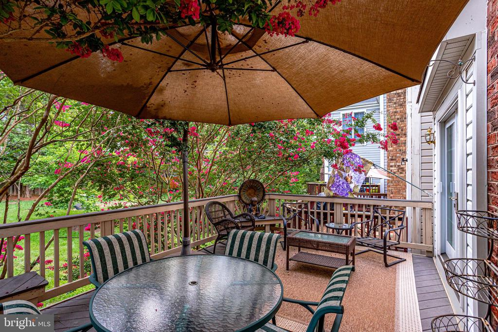 Private and Tranquil Deck - 20938 SANDSTONE SQ, STERLING