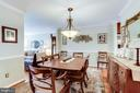 Chair Rail and Crown Molding - 20938 SANDSTONE SQ, STERLING