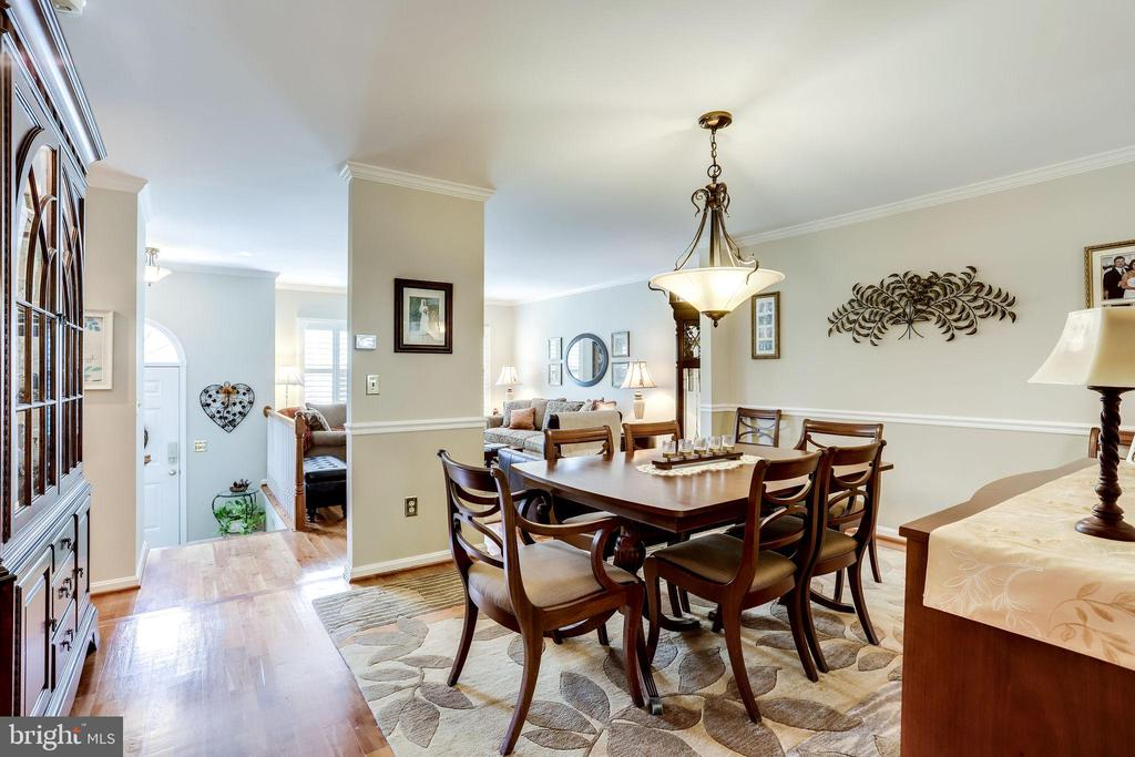 Open and Bright Dining and Family Room - 20938 SANDSTONE SQ, STERLING