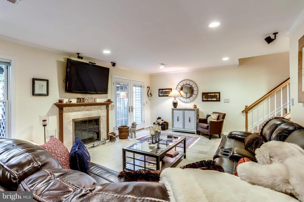 Perfect Basement for movie night - 20938 SANDSTONE SQ, STERLING
