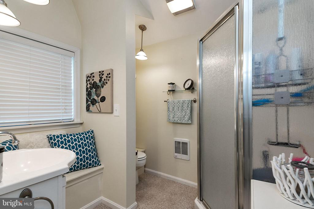 Carriage House Full Bathroom - 51 W MAIN ST, NEW MARKET