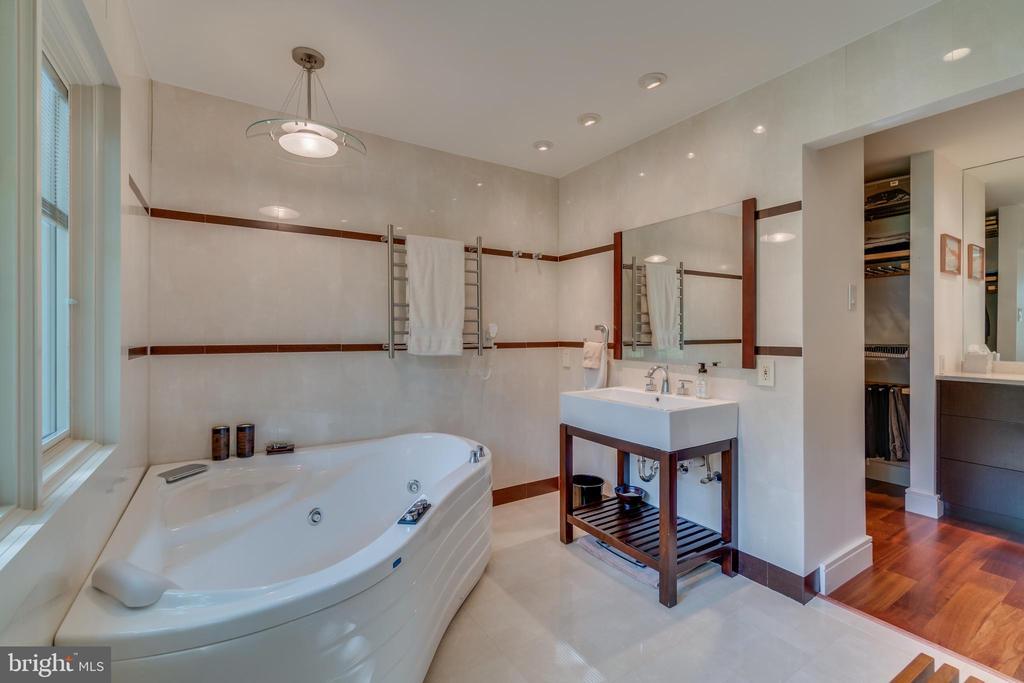 Spa like amenities: heated towel racks, jacuzzi. - 13814 ALDERTON RD, SILVER SPRING