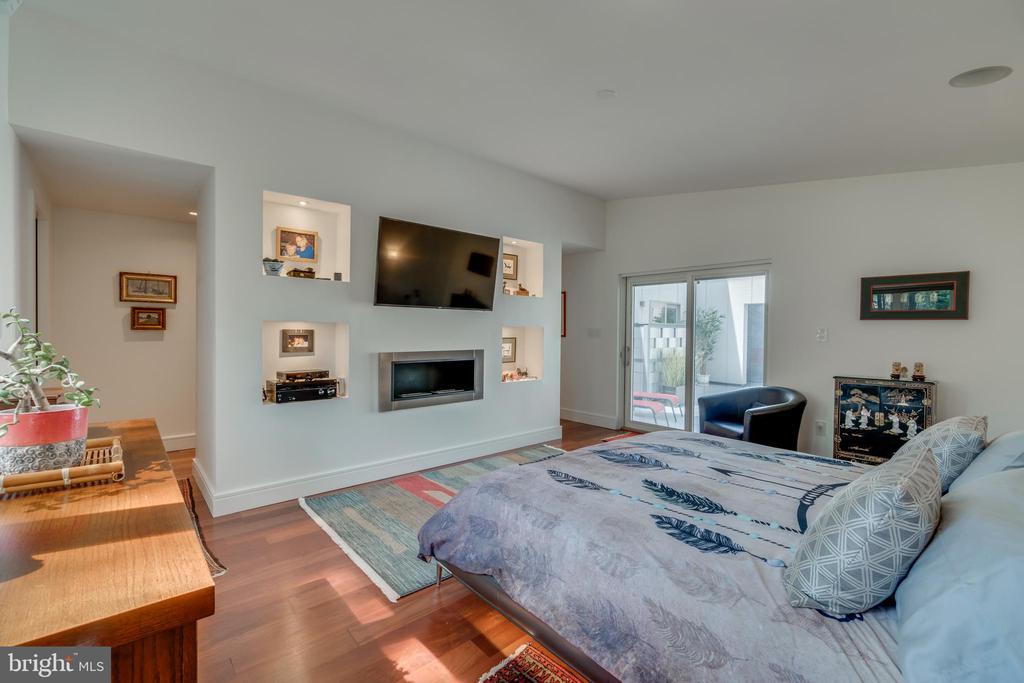 Smart speakers, lighting, shades....fits King bed - 13814 ALDERTON RD, SILVER SPRING