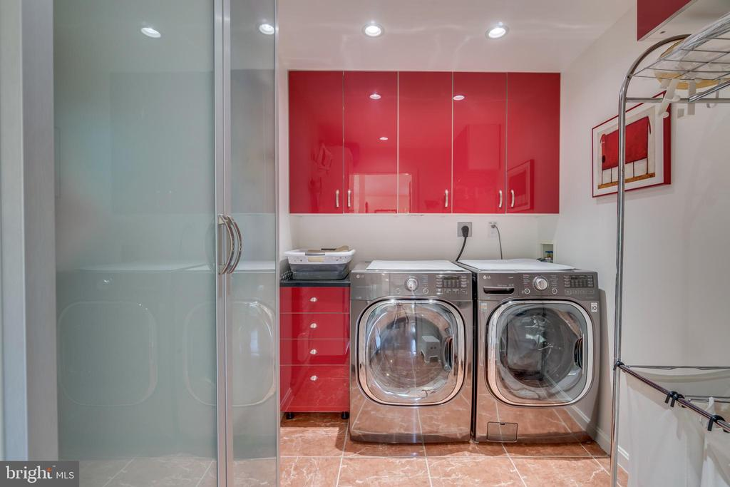 Sleeping level laundry room. Energy efficient! - 13814 ALDERTON RD, SILVER SPRING