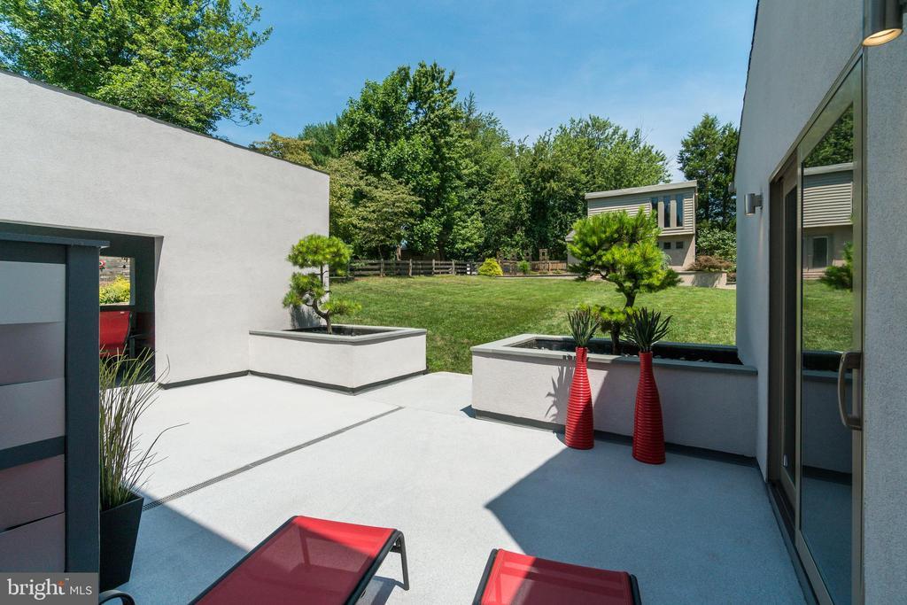 Connectivity: 3-4 entrances to every outdoor space - 13814 ALDERTON RD, SILVER SPRING
