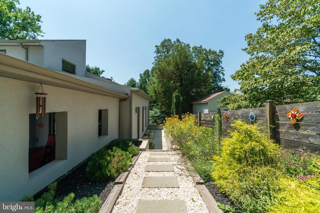 Hardscaping and plantings connect outdoor/indoors - 13814 ALDERTON RD, SILVER SPRING
