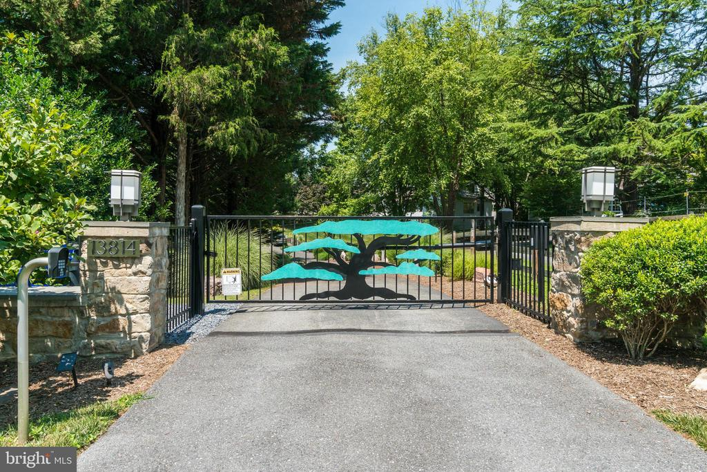Secure, private paradise awaits behind the gate... - 13814 ALDERTON RD, SILVER SPRING