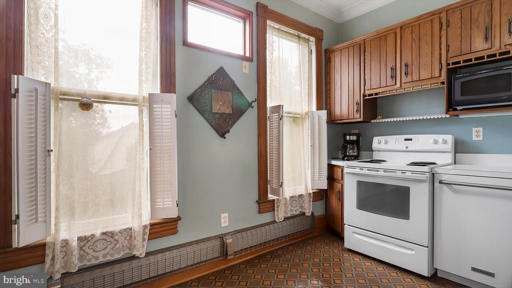 Upper kitchen - 6404 WASHINGTON BLVD, ARLINGTON
