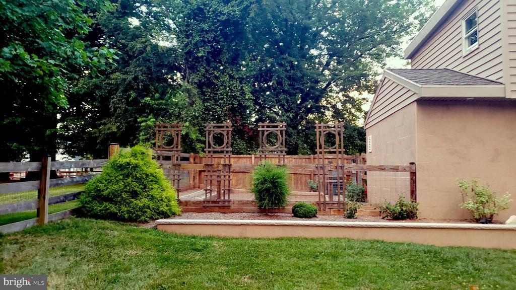 Manicured beds, perennials, and organic garden - 13814 ALDERTON RD, SILVER SPRING