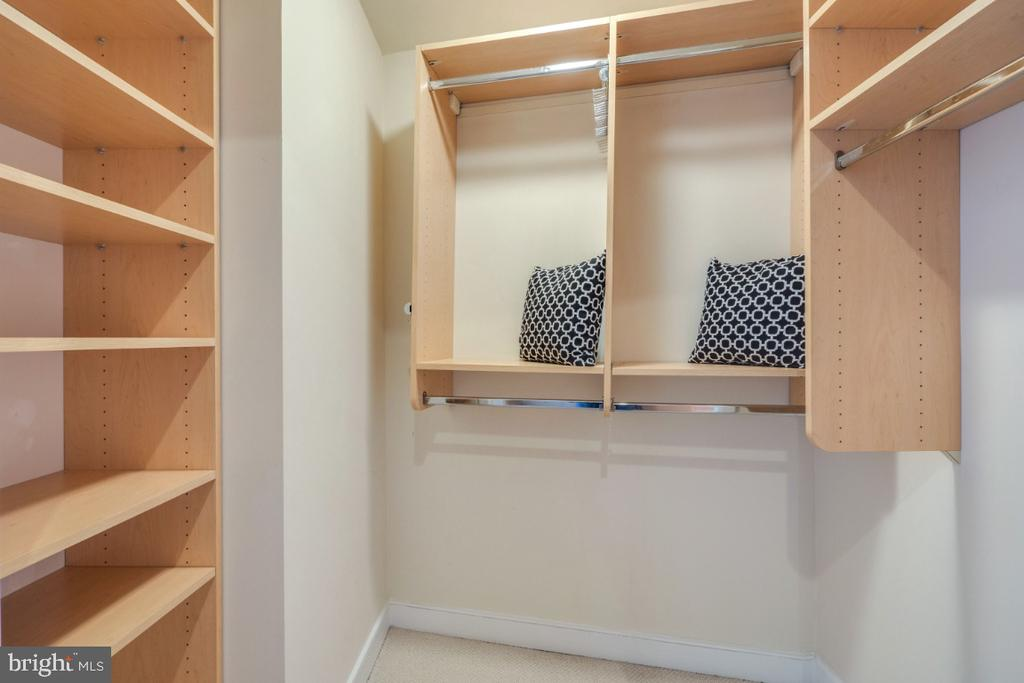 Nice walk-in closet in the Owner's bedroom - 820 N POLLARD ST #603, ARLINGTON