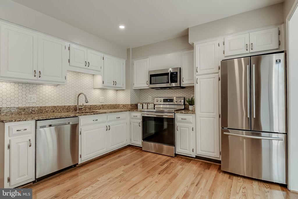 Brand new backsplash & stainless steel appliances - 667 N ARMISTEAD ST, ALEXANDRIA