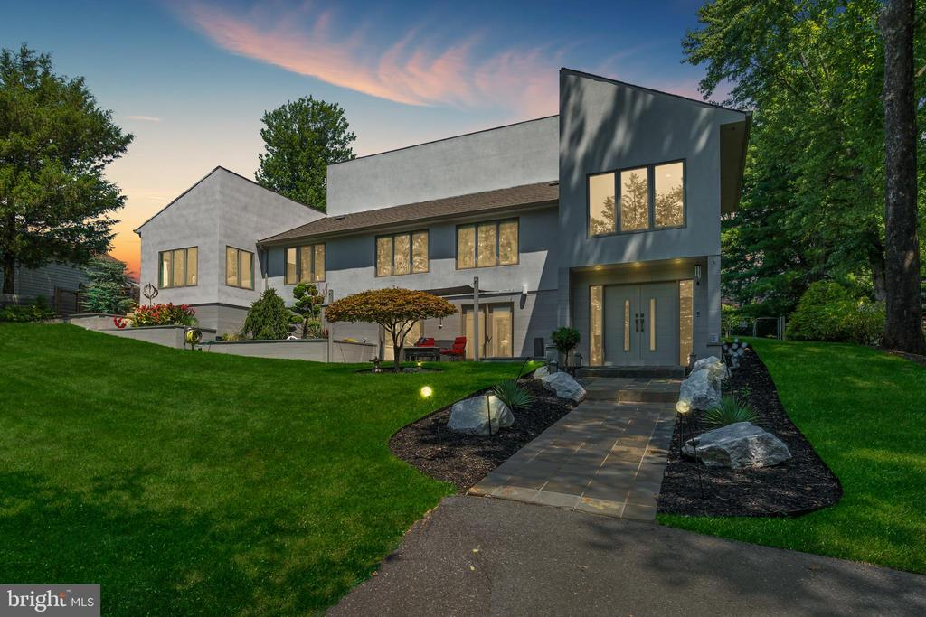 Contemporary lines merge w/ sustainable materials - 13814 ALDERTON RD, SILVER SPRING