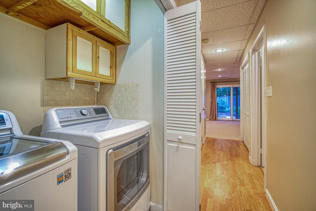 Washer dryer new 2018 - 7104 BEDSTRAW CT, SPRINGFIELD
