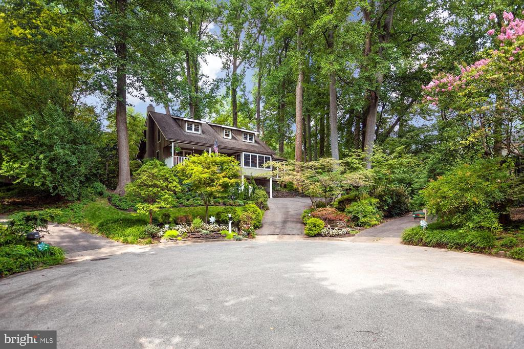 LOCATED AT THE END OF ON A QUIET CUL-DE-SAC - 9500 WOODSTOCK CT, SILVER SPRING
