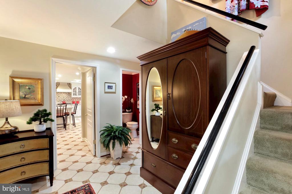 FOYER ENTRY WITH VIEW TOWARD KITCHEN - 9500 WOODSTOCK CT, SILVER SPRING
