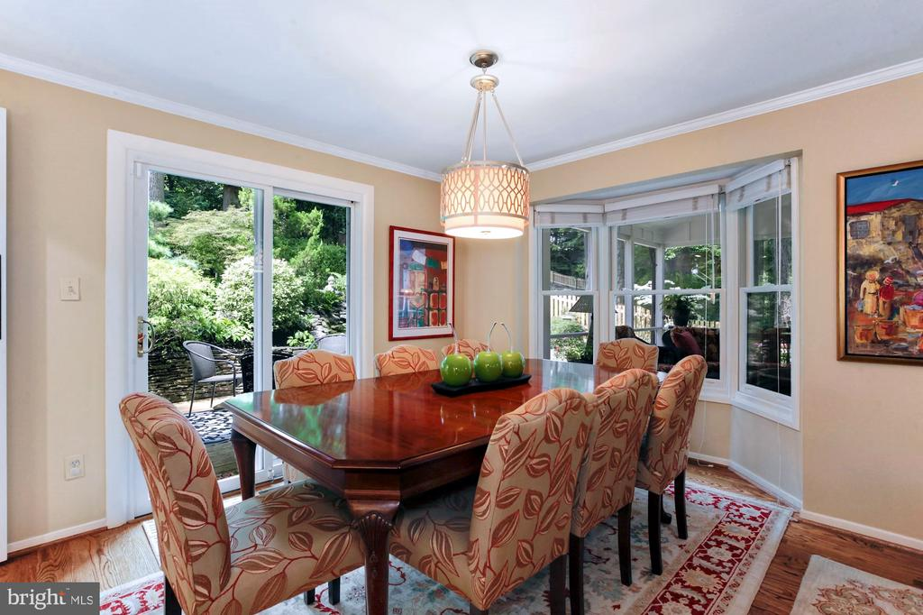 PLENTY OF ROOM TO SEAT 8-10 GUESTS - 9500 WOODSTOCK CT, SILVER SPRING
