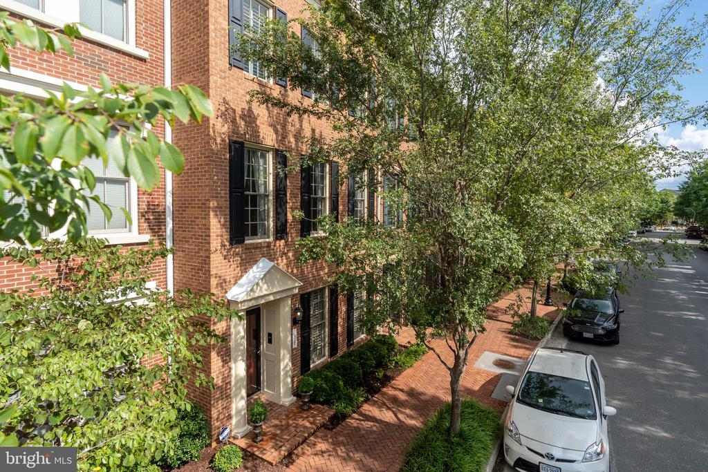 Fabulous Potomac Greens townhouse - 3,775 Sq. Ft. - 1845 POTOMAC GREENS DR, ALEXANDRIA