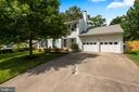 2 Car Garage + Double Wide & LONG Driveway! - 9522 BACCARAT DR, FAIRFAX