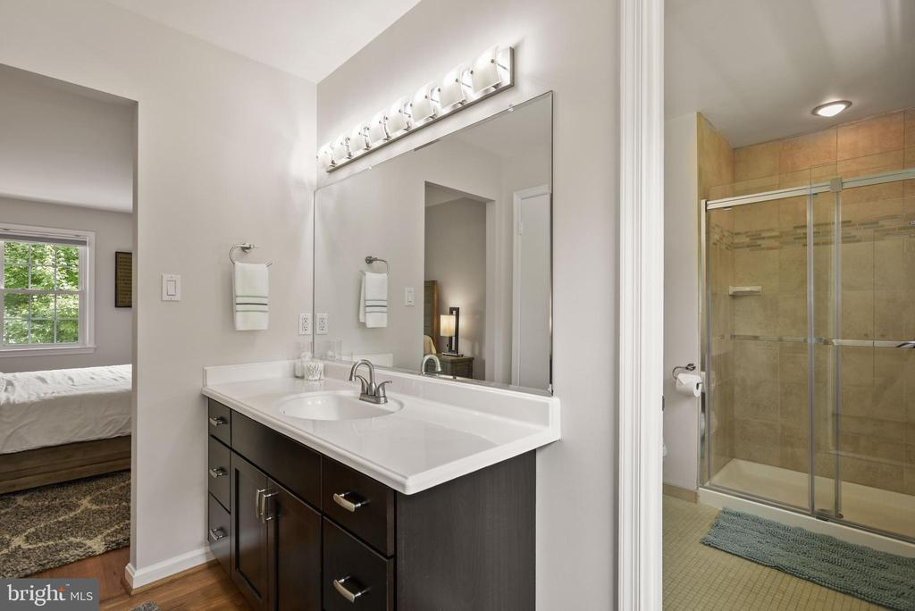 Master Bathroom - Remodeled in 2017! - 9522 BACCARAT DR, FAIRFAX