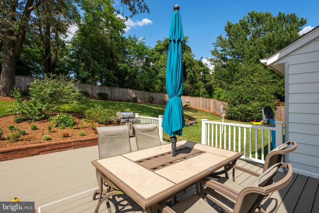 Trex Deck is Soft Gray Color - So Beautiful! - 9522 BACCARAT DR, FAIRFAX
