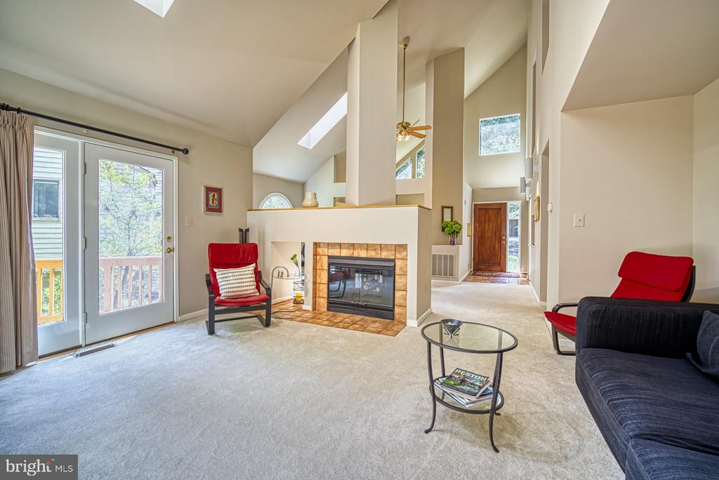 Living Room with two sided fireplace - 11517 TURNBRIDGE LN, RESTON