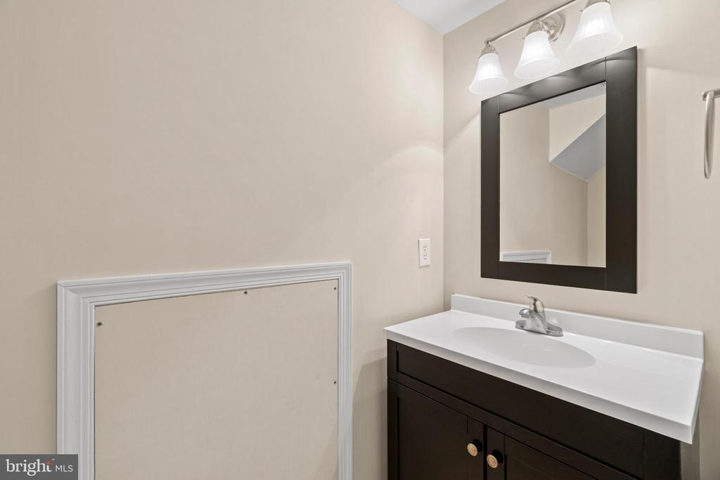 Half bath on lower level - 47572 COMER SQ, STERLING
