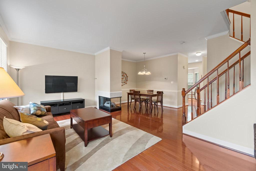 Beautiful open floor plan - 47572 COMER SQ, STERLING
