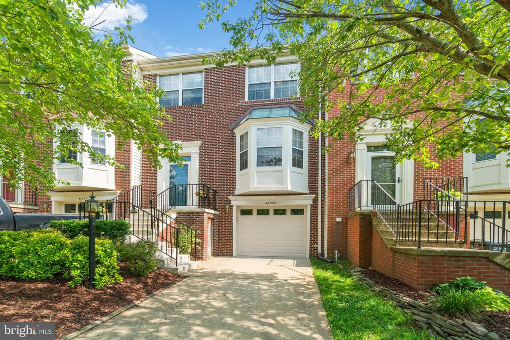 Welcome to 47572 Comer Square! - 47572 COMER SQ, STERLING