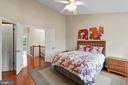 Large owner's suite w/hardwood floors - 47572 COMER SQ, STERLING
